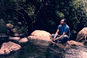 Adrián-Cubero-el-tico-que-viaja-a-través-de-la-escritura-1