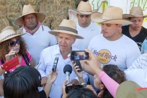 """José Alcaraz García alertó que """"caer en las provocaciones sólo provocaría respuestas violentas"""" por lo que llamó a una movilización pacífica."""