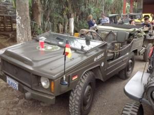 En-Costa-Rica-desfilaron-vehiculos-con-mensajes-de-paz-8
