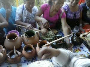 Padres-de-familia-y-Profesores-ofrecen-muestra-gastronomica-a-ciudadanos-de-Tidaa-2