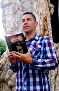 Libro-del-escritor-tico-Carlos-Diaz-Chavarria-de-interes-publico-1
