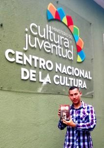 Libro-del-escritor-tico-Carlos-Diaz-Chavarria-de-interes-publico-2