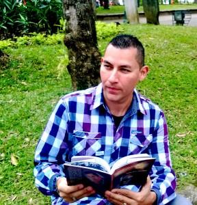 Libro-del-escritor-tico-Carlos-Diaz-Chavarria-de-interes-publico-3