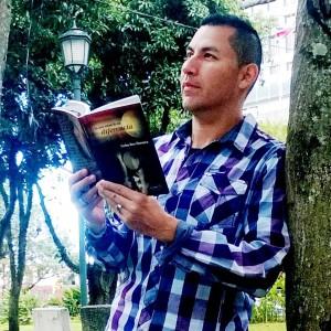 Libro-del-escritor-tico-Carlos-Diaz-Chavarria-de-interes-publico-4