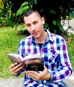 Libro-del-escritor-tico-Carlos-Diaz-Chavarria-de-interes-publico-5