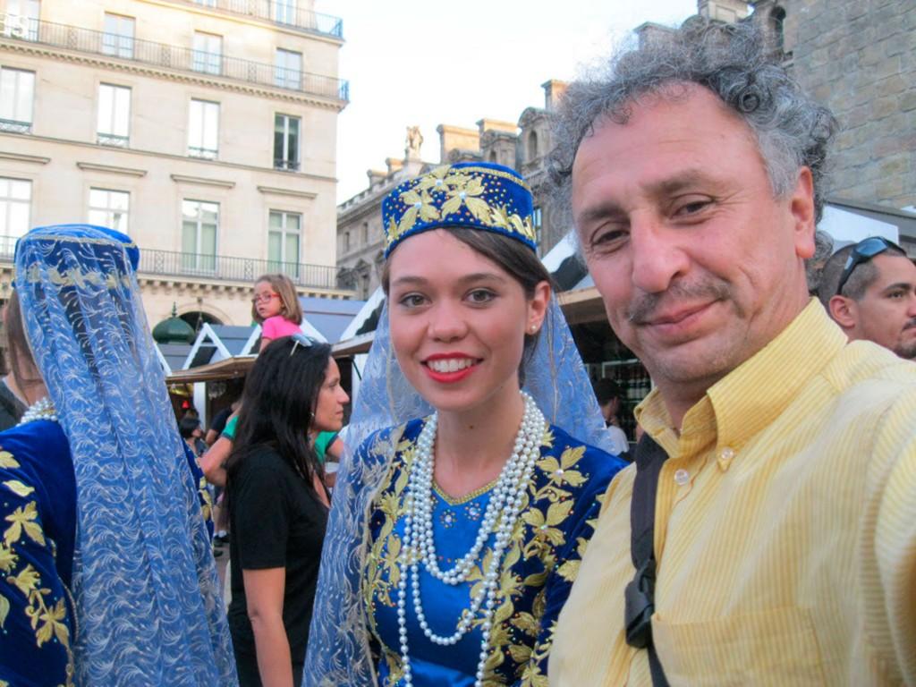 ARZERBAÏDJAN,-Euroasia-en-Paris…-JOKKA-Alemán-en-Concierto-Sun-Set-Full-Moon-PONT-NEUF-5