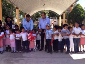 "Estrena-techado-de-plaza-cívica-Jardín-de-Niños-""Cristóbal-Colon""-en-Etlatongo-1"