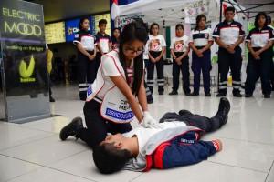 Juventinos-de-Cruz-Roja-Edomex-enseñaron-a-la-población-civil-a-salvar-vidas-2