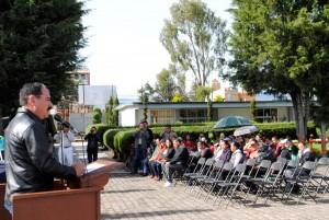 VICENTE-ESTRADA-ENTREGA-APOYOS-A-ESCUELA-SECUNDARIA-DE-SAN-FRANCISCO-TLALCILALCALPAN-1
