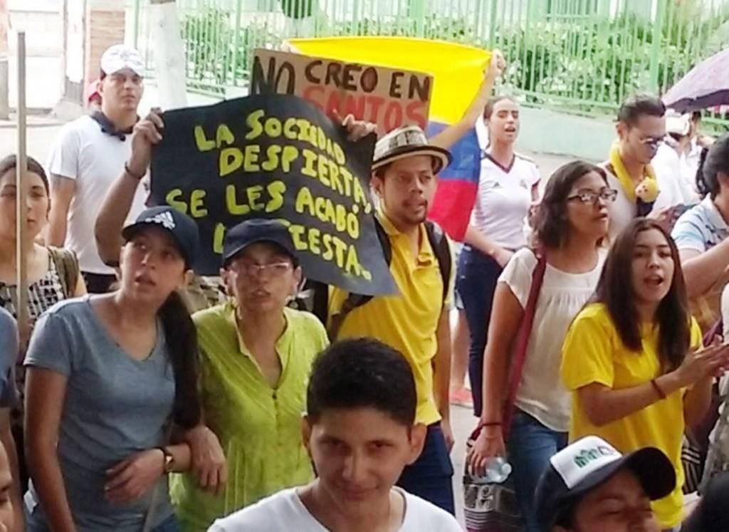 ANDAN-EN-COLOMBIA-LOS-MEDIOS-CON-MIEDOS-EN-EL-MEDIO-5