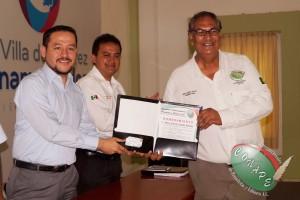 Presidente Internacional de CONAPE, Raúl González y el Coordinador de Com. Social en el Edo. de Colima, entregan nombramiento a Mario Gaitán como Vicepresidente de CONAPE en Colima