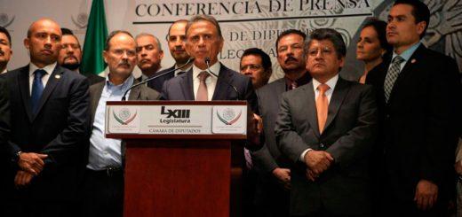 Miguel Ángel Yunes presentó ante diputados federales su constancia de mayoría como gobernador electo de Veracruz y dijo que no habrá perdón para los gobiernos que lucraron con el recurso público.