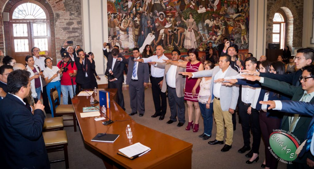 Raúl González, realiza la toma de protesta a los nuevos integrantes
