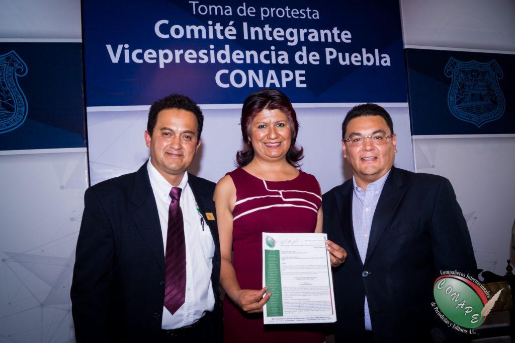 Ricardo Gutierrez firma y recibe la propuesta de ley de CONAPE en favor de los periodistas 2